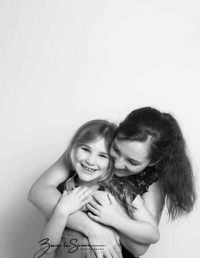 mum-daughter-portrait-black-and-white